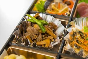 松茸と国産牛味噌焼き弁当(ペット茶付き)